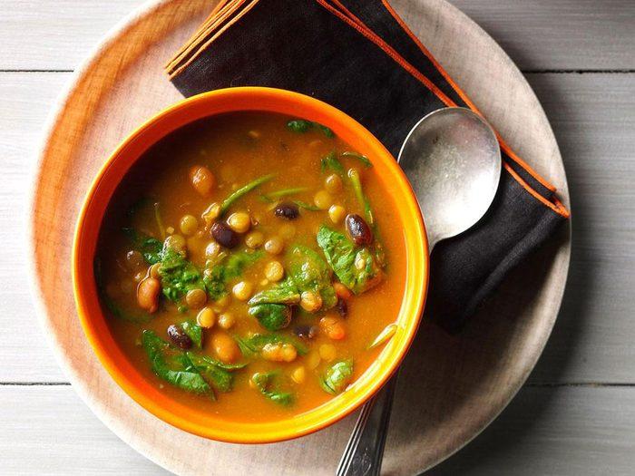 Recette de soupe à la citrouille et aux lentilles.