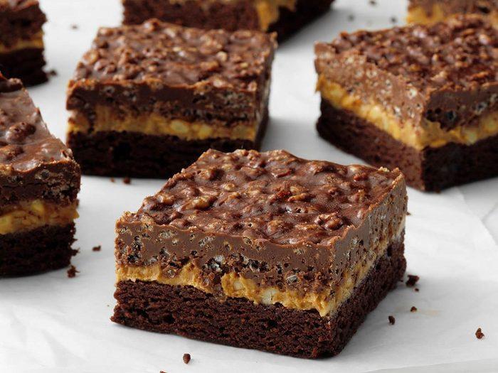 Recette de barres croustillantes au chocolat et au beurre d'arachide.