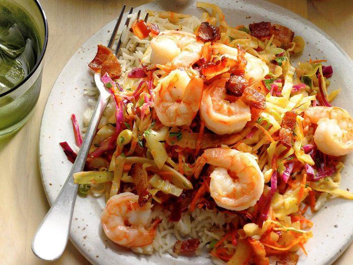 Recette de crevettes avec salade de chou à la mode allemande.