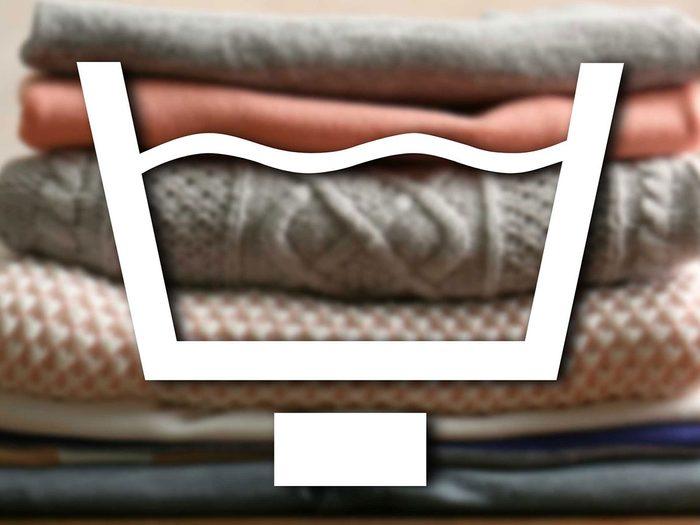 Reconnaître le signe du pressage permanent parmi les symboles de lavage.