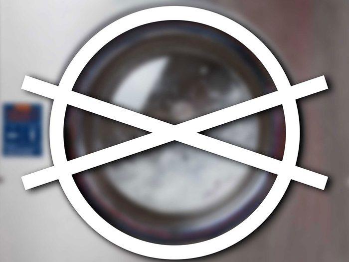 Reconnaître l'interdiction du nettoyage à sec parmi les symboles de lavage.