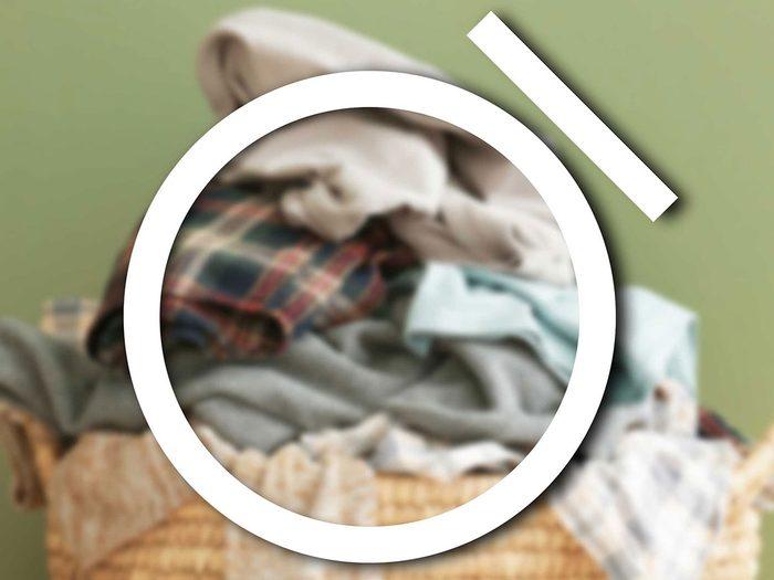 Reconnaître le signe du nettoyage à sec parmi les symboles de lavage.