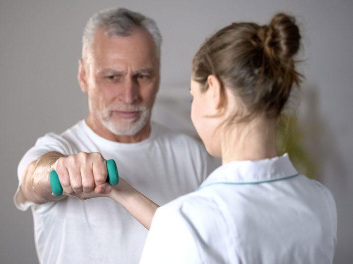 Envisagez la réadaptation cardiaque pour la santé de votre cœur.