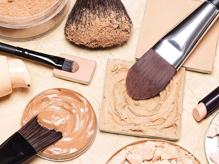 Maquillage périmé: même les produits jamais ouverts sont à risque.