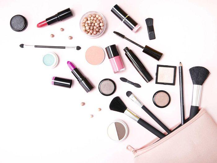Voilà 6 bonnes raisons de jeter son maquillage périmé.
