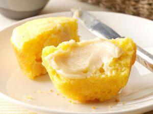 Muffins de maïs maison au beurre au miel